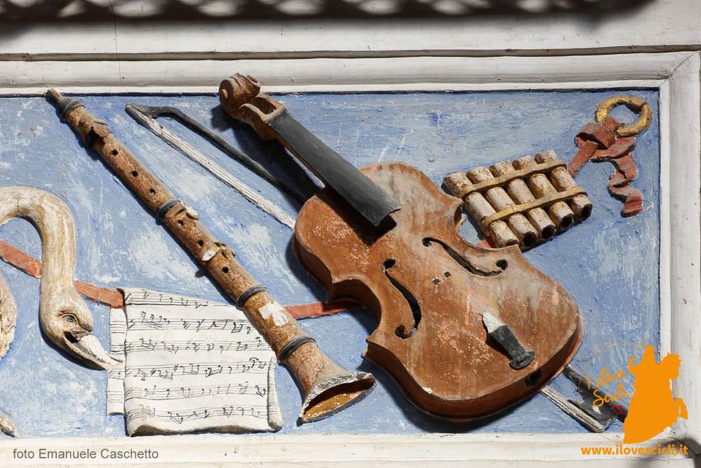 Strumenti musicali in stucco - particolare